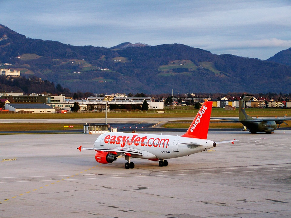 aircraft-1089973_960_720