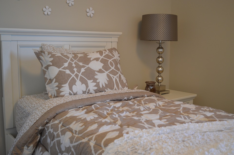 Decorating Ideas for a Guest Bedroom