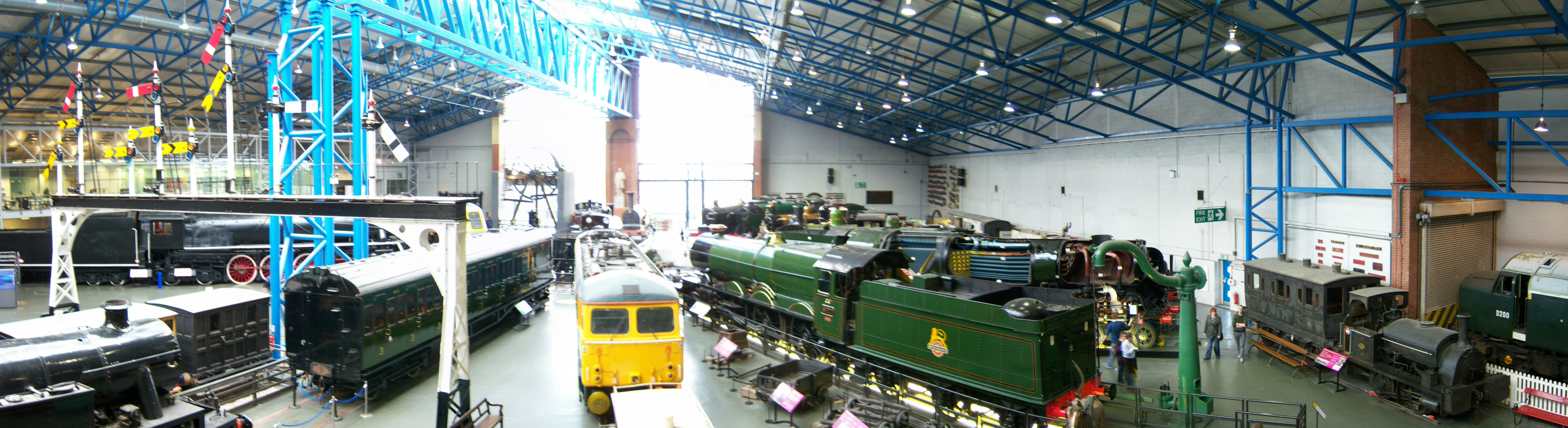 National_Railway_Museum_York_15_March_2009_Great_Hall_panorama_3