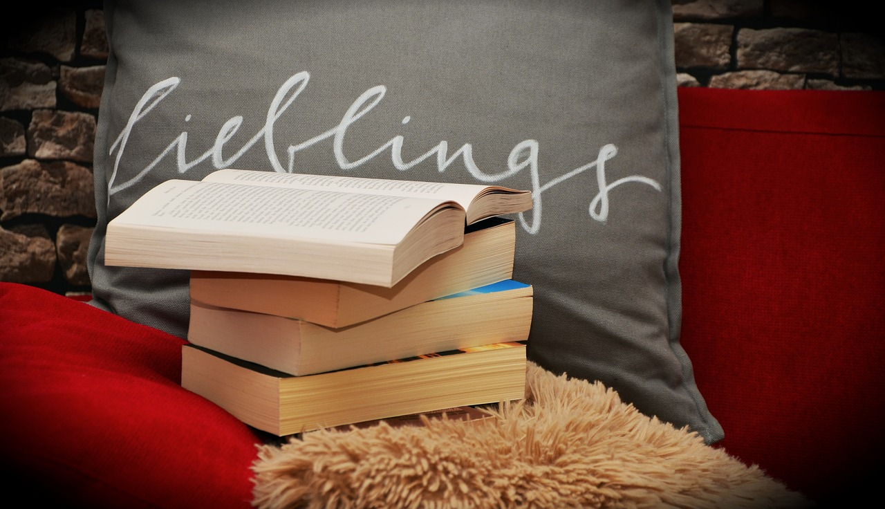 books-1416832_1280