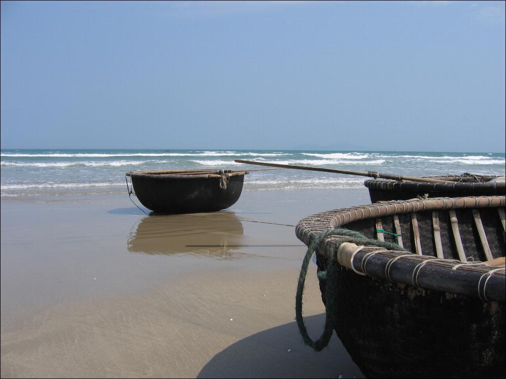 Vietnam_fishing_coracles