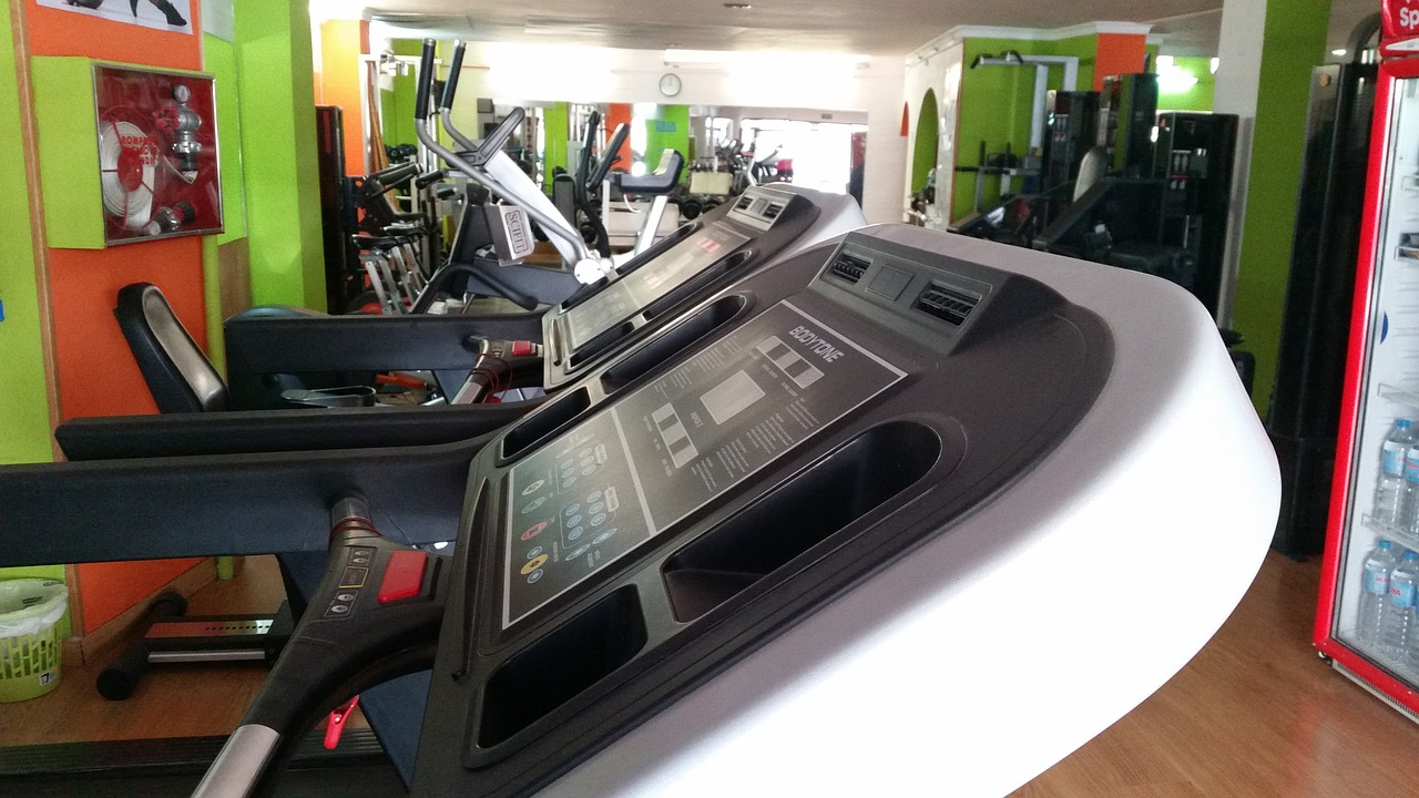 The Pros and Cons of Using Cardio Machines in Your Fitness Program
