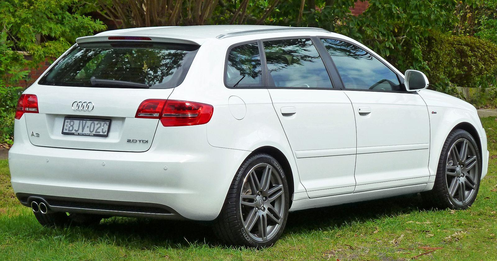 2009_Audi_A3_(8PA)_2.0_TDI_5-door_Sportback_(2011-04-02)_02