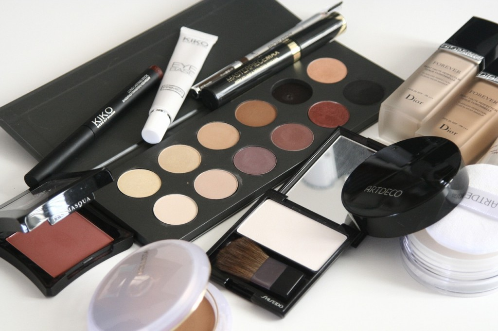 How You Can Save Money on Makeup By Getting Freebies and Testers