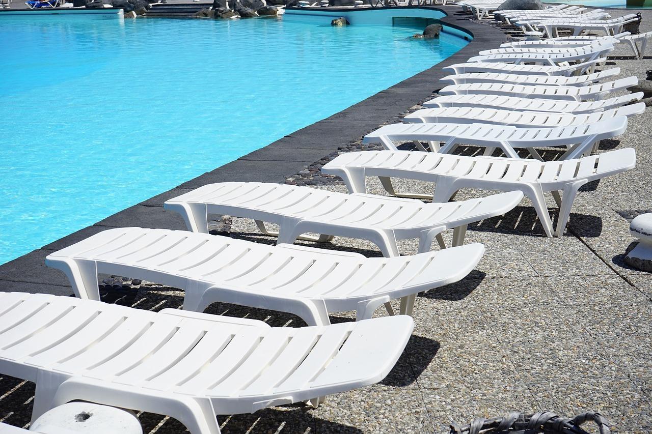 sun-loungers-461425_1280