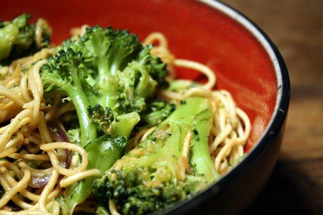 Broccoli_Noodles_(3862393353)