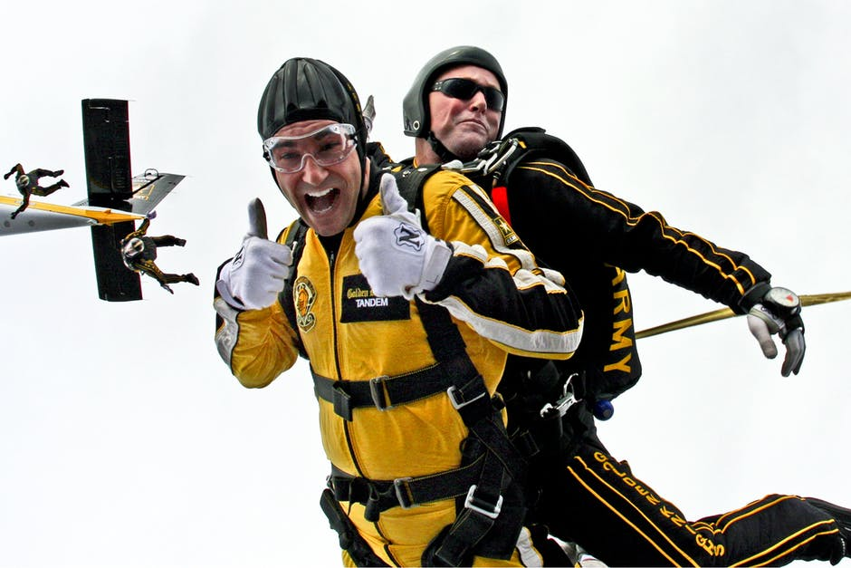 tandem-skydivers-skydivers-teamwork-cooperation-39608