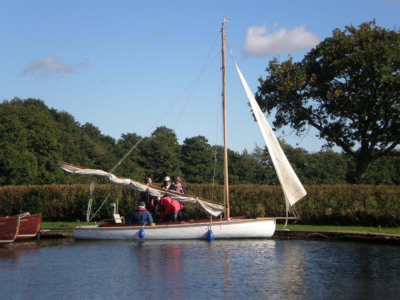sailing-287270_1280