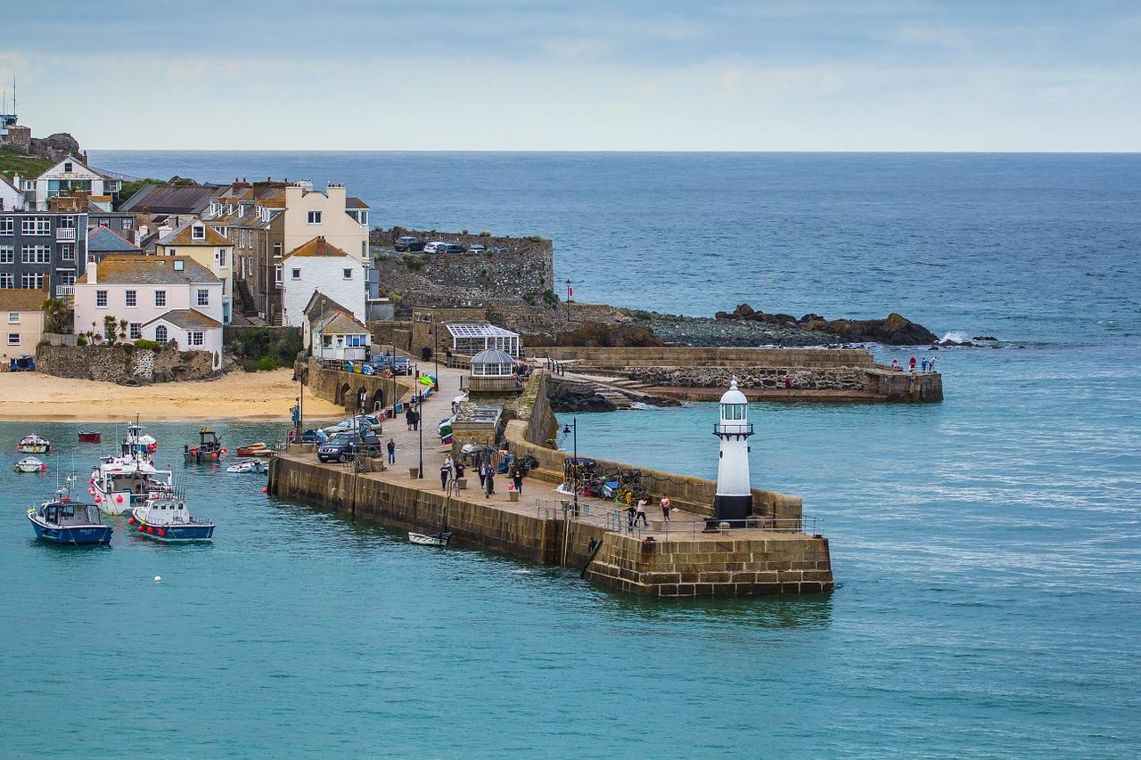 UK Staycations: Coastal Stays vs. Country Stays